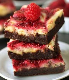 Raspberry Cheesecake Brownies made healthier. Adapted from the famous Baked brownies! Plus a giveaway of baking and chocolate goodies from Berlin. Cheesecake Swirl Brownies, Cream Cheese Brownies, Raspberry Cheesecake, Mini Brownies, Just Desserts, Delicious Desserts, Dessert Recipes, Yummy Food, Chocolates