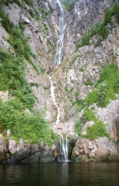 Fjord du Saguenay : chûte de L'Orignal-qui-pisse Lac Saint Jean, Fjord, Quebec, Hui, Summer Fun, Travel Ideas, Waterfall, Places, Outdoor