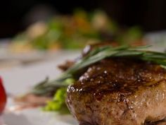 Aprende a preparar esta receta de Ojo de bife entero a la parrilla, por Juliana López May en elgourmet Chefs, Barbacoa, Meatloaf, Carne, Steak, Food, Gourmet, Cooking Recipes, Pastries