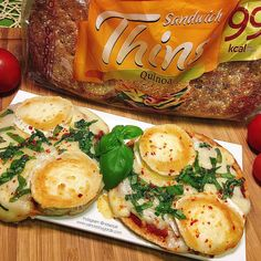 Las mejores recetas saludables y la mejor cocina fitness la encontrarás aquí. Hoy Pizzetas de mozzarella en base de Sandwich Thins ¡Te encantarán!