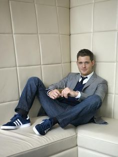 Canadian singer, Michael Bublé sports a tie with jeans.
