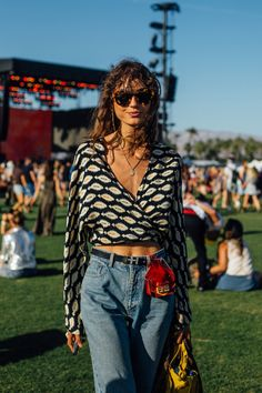 The Coachella Beauty Looks You Need To See Coachella Looks, Coachella 2016, Rihanna, Beyonce, Radiohead, Kendrick Lamar, Katy Perry, Makeup Trends 2017, Streetwear