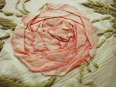 リボン刺繍パーツ(在庫3) - イギリスとフランスのアンティーク | バラと天使のアンティーク | Eglantyne(エグランティーヌ)