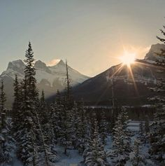 The sun dips behind Mount Lawrence Grassi on a beautiful winter day. Photo by @austinmf40