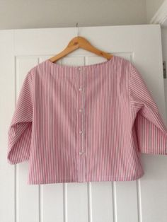 """I have finished my first """"Get Shirty"""" Refashion. I really enjoyed making it and there is a real sense of satisfaction to be had from creating something new from something discarded. Diy Camisa, Recycler Diy, Shirt Makeover, Shirt Refashion, Clothes Refashion, Diy Shirt, Old Shirts, Charity Shop, Simplicity Patterns"""