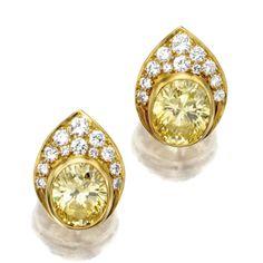 van cleef and arpels ||| jewellery ||| sotheby's n08601lot5l9jden Ear Earrings, Simple Earrings, Diamonds And Gold, Colored Diamonds, Round Diamonds, Bijoux Van Cleef And Arpels, Diamond Dreams, International Jewelry, Gold Earrings Designs