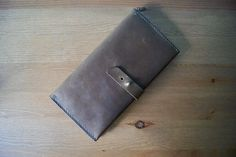 The design in this template makes a Long wallet that is approximately x ( x when closed. Wallet has two large pockets for cash and phone, coins pocket, card pockets for 8 cards and pocket for passport. Origami Wallet, Leather Wallet Pattern, How To Make Purses, Leather Workshop, Handmade Wallets, Purse Patterns, Leather Accessories, Long Wallet