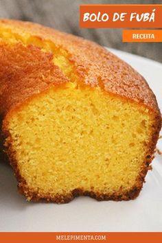 Receita de bolo de fubá delicioso e saudável. Um bolo caseiro e gostoso que combina muito com aquele café da manhã, com a família em volta da mesa e até com festa junina. Confira a receita desse bolo sem glúten delicioso e fácil de fazer. #receita #bolo