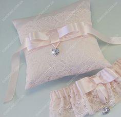 Подушечка Sweety Sparkle пудрово-розоватая с сердечком хрустальным украшением Priciosa, атрибут для колец в пастельных тонах от Шик Европейский