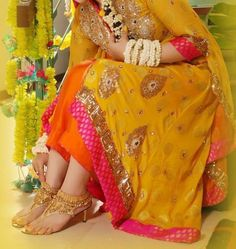 Mehndi is special occasion before Wedding in Pakistan and India . Pakistani and Indian Girls wears special dresses .The girls or bridals we. Mehendi, Pakistani Mehndi Dress, Pakistani Bridal Wear, Pakistani Wedding Dresses, Indian Dresses, Indian Lehenga, Dresses 2013, Bridal Dresses 2018, Bridal Mehndi Dresses