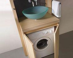 Machine à laver et meuble sur mesure dans une petite salle de bain
