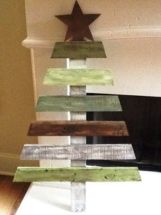 Distressed wooden tree via ward rustic wood christmas diy pallet signs Pallet Tree, Pallet Christmas Tree, Unique Christmas Trees, Christmas Tree Design, Christmas Wood, Christmas Signs, Xmas Tree, Christmas Projects, Winter Christmas