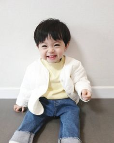 Image may contain: 1 person, sitting and child Cute Baby Girl Pictures, Cute Baby Boy, Cute Little Baby, Little Babies, Baby Photos, Cute Boys, Baby Kids, Cute Asian Babies, Korean Babies