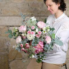 bouquet-tendresse-fleurs-pastels-Atelier-Lavarenne-fleuriste-Lyon Dahlia, Rose Pastel, Pastels, Floral Wreath, Wreaths, Decor, Bunch Of Flowers, Buttercup, Dusty Rose