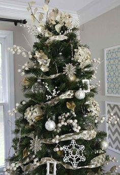 copos de nieve bolas y lazos para decorar el árbol de navidad