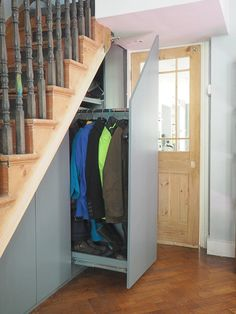 60 Genius Storage Ideas For Under Stairs. Many of us live in houses that have an open area underneath the stairs. This often gets used for shoes or bags or maybe, if there is enough height, for hangin. Staircase Storage, Under Stair Storage, Attic Storage, Shoe Storage, Extra Storage, Storage Design, Storage Ideas, Foyers, Flur Design