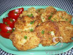 Jednoduchý a rychlý recept na květákové placičky, které výborně chutnají se šťouchanými brambory a syrovou zeleninou.