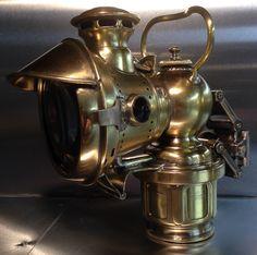 Lucas KORA No. 264. Sehr schwere Karbidlampe für Leichtmotorrad. Gewicht: 1023 g.