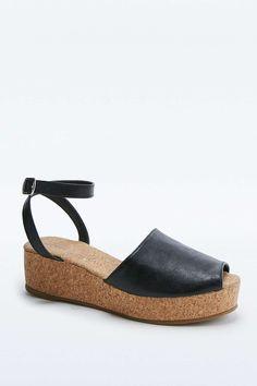 Chaussures compensées Carrie en liège noires à empeigne haute