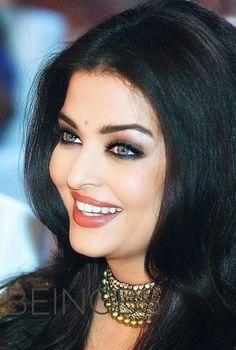 Actress Aishwarya Rai, Aishwarya Rai Bachchan, Beautiful Girl Indian, Most Beautiful Indian Actress, Beautiful Bollywood Actress, Beautiful Actresses, Bollywood Pictures, Cute Beauty, Beautiful Smile