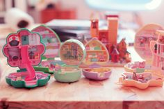 The Real Polly Pocket! I used to have these!