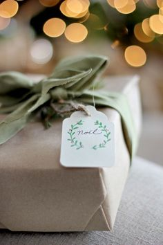 Watercolor Christmas Gift Tag DIY and Free Printables