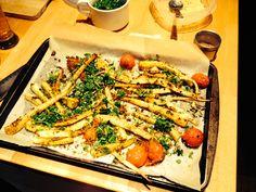 Plaque de légumes rôtis (panais, tomates, gingembre, ail); coriandre fraîche al fino