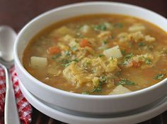 Sopa de Patacones www.antojandoando.com Cuban Recipes, Soup Recipes, Cooking Recipes, Chicken Recipes, Cheap Meals, Easy Meals, Columbian Recipes, Colombian Cuisine, Carribean Food