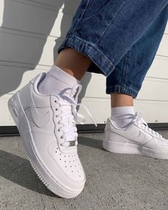 The Nike Air Force 1 07 Triple White Womens is a sneaker essential. Nike's iconic basketball sneaker was first released back in the and has remained a timeless classic ever since, and of course Triple White sneakers never go out of style. Nike Air Force 1 Outfit, Nike Shoes Air Force, Nike Air Force Ones, Nike Air Force Black, Black Force, Nike Force 1, Air Force Sneakers, Nike Air White, White Nike Shoes