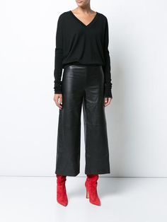 black pants outfit casual / black pants outfit ` black pants outfit for work ` black pants outfit casual ` black pants outfit dressy ` black pants outfit men ` black pants outfit winter ` black pants outfit for work winter ` black pants outfit for school Leather Culottes, Leather Pants Outfit, Black Culottes Outfit, Culottes Outfits, Fashion Mode, Work Fashion, Fashion Looks, Aesthetic Fashion, Modern Fashion