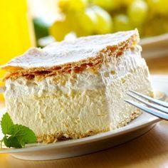 Kremsnita - a vanilla and custard cream cake dessert - need to try this on anniversary next year Romanian Desserts, Romanian Food, Romanian Recipes, Sweet Recipes, Cake Recipes, Dessert Recipes, Frosting Recipes, Custard Cream Cake, Vanilla Custard