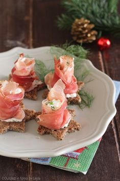 Mousse salate veloci per tartine o per farcire i vol au vent - Appetizer Salads, Appetizers, Fingerfood Party, Vol Au Vent, Brunch, Romanian Food, Tasty, Yummy Food, Fusion Food