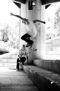 Skateboard na veia rock'n'roll até a alma Quem ta comigo faz barulho e bate palma...  CHORÃO