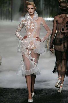 Runway / Dior / Paris / Herbst 2005 HC / Kollektionen / Fashion Shows / Vogue