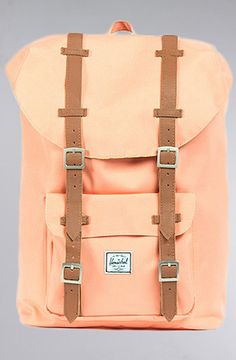 HERSCHEL SUPPLY The Little America Medium Backpack in Salmon