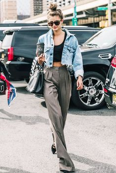 Looking for some inspiration for what to wear on a first date? Here are 13 fail-safe coffee-date outfits. Stylish Outfits, Fall Outfits, Summer Outfits, Cute Outfits, Beautiful Outfits, High Level, Travel Outfit Summer Airport, Travel Outfits, Picnic Outfits