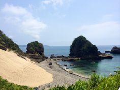 【田牛サンドスキー場】目の前に青い海が広がるサンドスキー場。海水浴とサンドスキーの両方が楽しめるスポット。隣には、竜宮窟も。 ロケーション:下田市田牛 Sand ski beach. Location:Toji, Shimoda-shi Minami, Starfish, Four Square, Shell, Beach, Water, Outdoor, Gripe Water, Outdoors