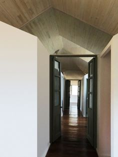 Gallery of MR House / MAPA - 10