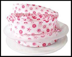 biais blanc fleurs roses - UNE HISTOIRE DE MODE Bucket Hat, Couture, White Rose Flower, Floral Print Design, Haberdashery, Gingham, Tape, Creative Crafts, Fishing Line