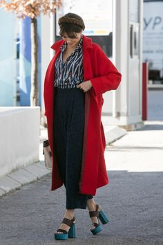 Madrid Fashion Week 2016 Street Style | Red long coat + chunky heels