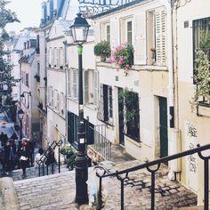 joyceinparis: Picturesque Montmartre #paris (à Paris, France)