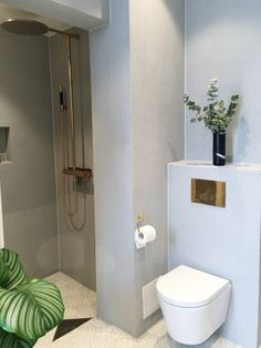 Find the best bathroom designs ideas, designs & inspiration to match your style. Browse through images of bathroom decor & colours to create your home House, Bathroom Inspiration Modern, Apartment Interior Design, Tiny Bathrooms, Best Bathroom Designs, Bathroom Decor Colors, Mold In Bathroom, Bathroom Design, Bathroom Decor