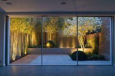 Bamboo, white flowers and a water feature turn this small garden into a showstopper