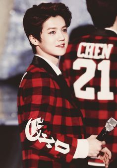 Why you so beautiful Luhan, WHY?!