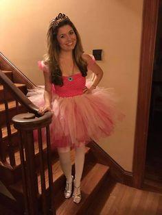 Princess Peach Costume DIY Princess Peach Halloween Costume, Diy Princess Costume, Princess Running Costume, Running Costumes, Halloween 2013, Family Halloween Costumes, Couple Halloween, Halloween Face, Diy Couples Costumes