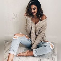 19 Cute and Cozy Oversized Sweater Outfits 2019 These oversized sweater outfit ideas are everything you need and more for the cold weather! The post 19 Cute and Cozy Oversized Sweater Outfits 2019 appeared first on Sweaters ideas. Oversized Sweater Outfit, Cute Oversized Sweaters, Oversize Pullover, Slouchy Sweater, Loose Sweater, Turtleneck, Jeans Boyfriend, Boyfriend Jeans Outfit Casual, Cute Ripped Jeans Outfit