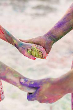A colourful, fun Holi paint Engagement Shoot – Images by Jason Tey Photography Holi Pictures, Holi Images, Holi Photo, Wedding Ideias, Holi Powder, Paint Fight, Photography Mini Sessions, Paint Photography, Foto Baby