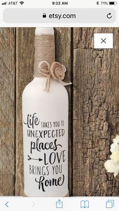 Wine Bottle Design, Wine Bottle Art, Painted Wine Bottles, Lighted Wine Bottles, Bottle Lights, Bottles And Jars, Glass Bottles, Wine Glass, Liquor Bottle Crafts