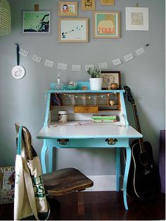 The Lovely Side: 10 Desk Options for Small Spaces Home Office Design, Home Interior Design, House Design, Life Design, Vintage Furniture, Home Furniture, Painted Furniture, Painted Desks, Ideas Hogar