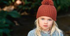 Snabbsticka mysigaste mössan till barnbarnet   Allas.se Purl Bee, Knitting For Kids, Knitted Hats, Knit Crochet, Diy And Crafts, Winter Hats, Hair Beauty, Beanie, Sewing